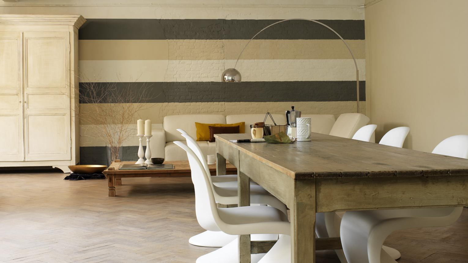 Create a feature with horizontal stripes