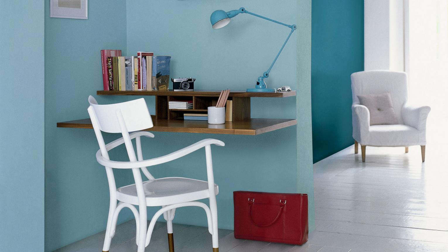 Make working at home a pleasure with a dedicated study area decorated in beautiful shades of blue.