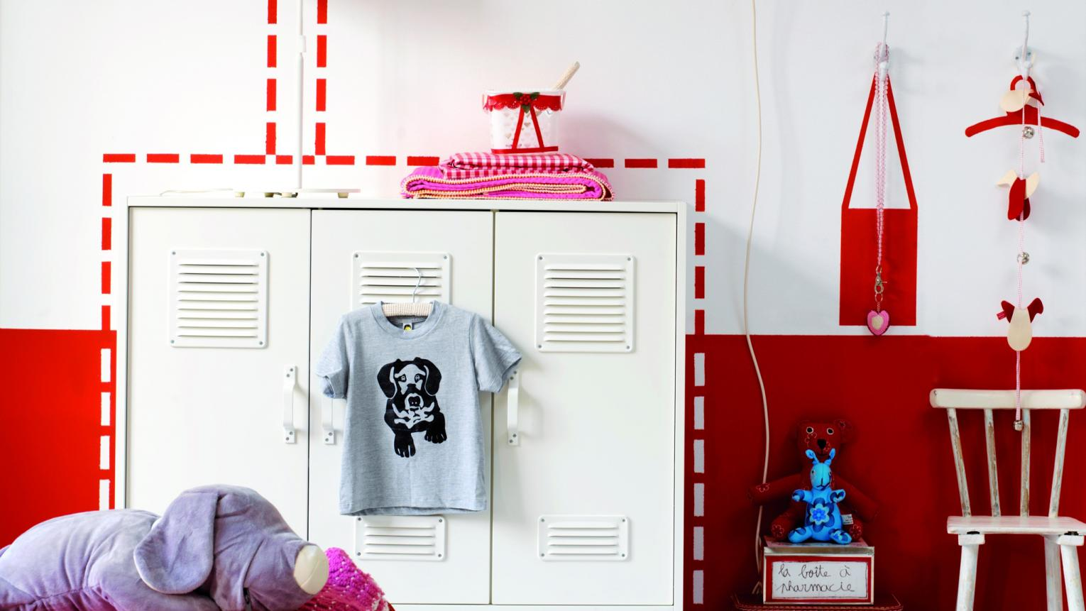 Have fun with vibrant red in a kids' room