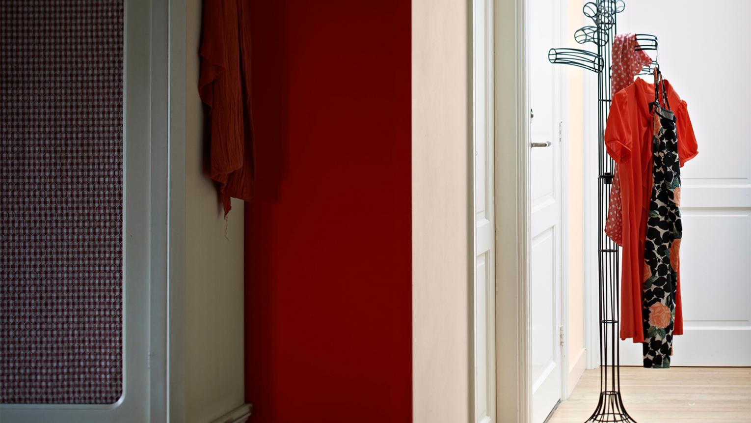 Bring warmth and passion into your hallway with a colour scheme of rich oranges and cool neutrals.